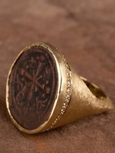 a06f0cf3d80 Byzantine Empire1081 ADThis large bronze coin is set in a chunky 18k yellow  gold ring
