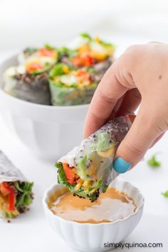 Quinoa Summer Rolls with a Thai Peanut Sauce Quinoa Summer Rolls // dipped in a spicy peanut sauce, these are not only healthy, but also delicious and packed full of flavor! Think Food, Love Food, Vegetarian Recipes, Cooking Recipes, Healthy Recipes, Healthy Snacks, Healthy Eating, Healthy Appetizers, Spicy Peanut Sauce
