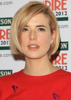Chic Short Straight Bob Cut with Side Swept Bangs - Agyness Deyn's Hairstyle - Hairstyles Weekly