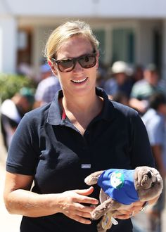 Zara Phillips is spending Christmas in Sydney, Australia. She arrives to Cruising Yacht Club on December 26th to see the beginning of Sydney to Hobart Race.