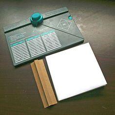 Crea un mini album con la Envelope Punch Board, es una de las herramientas favoritas del momento, no solo es super sencillo hacer sobres sino que tiene muchos usos diferentes! http://www.upandscrap.com/doblar/6728-envelope-punch-board.html