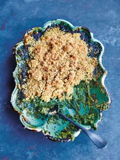 Creamed spinach, Food And Drinks, Creamed spinach is a beautiful thing, and this recipe from Jamie Oliver& Christmas Cookbook is baked with an oaty topping for added deliciousness. Vegetarian Roast, Tasty Vegetarian Recipes, Spinach Recipes, Ovo Vegetarian, Savoury Recipes, Vegetarian Cooking, Jamie Oliver, Oat Crumble Topping, Creamed Spinach