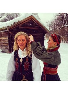 Folk Costume, Costumes, Outfits For Mexico, Bridal Crown, Norway, Hair Clips, Bride, Scandinavian, Fashion