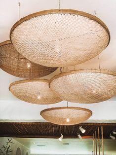Cannage:cette tendance vintage qu'on veut absolument pour notre intérieur - Grazia Schönheitssalon Design, Deco Design, House Design, Home Interior Design, Interior And Exterior, Interior Decorating, Decorating Office, Home Deco, Deco Luminaire