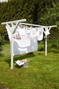 Estendal exterior / Outside clothes line Drying Rack Laundry, Clothes Drying Racks, Laundry Hanger, Laundry Storage, Outdoor Clothes Lines, Outdoor Clothing, Vintage Laundry, Outdoor Outfit, Outdoor Projects
