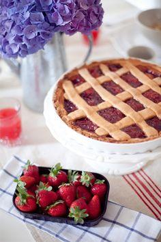 Berries, pie, hydrangeas--what's not to like??