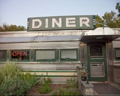 Items similar to SALE - Roadside Diner photo, vintage, Americana, Country Diner - fine art photograph on Etsy Vintage Diner, Vintage Signs, Vintage Photos, 1950s Diner, Diner Aesthetic, Diner Sign, American Diner, Us Road Trip, Bench Plans