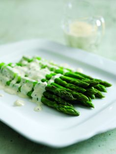 With asparagus now in season this recipe with shallots, white wine and Selles-Sur-Cher sauce is a simple and perfect starter or light lunch option. My Favorite Food, Favorite Recipes, Shallot Recipes, Easy Starters, Healthy Sides, Cheese Sauce, Sauce Recipes, White Wine