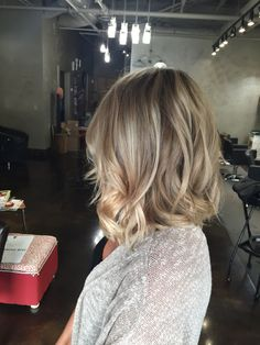 Cool dimensional blonde lob #hairbylindsaybanks #coolblonde #dimensionalblonde #blondehair