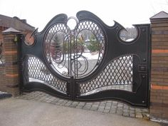 Gate Wall Design, Grill Gate Design, House Main Gates Design, Steel Gate Design, Front Gate Design, Door Design, Iron Staircase Railing, Metal Driveway Gates, Stainless Steel Gate