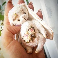 Последняя, самая нежная девочка) тоже ищет домик) #forsale #rokkoko #rabbit #rose #teddy #teddybear #teddyrabbit #rabbit #тедди #теддик #теддимир #теддимишка #теддик #теддизайка #заяс #зайка #зайчик #зайкатедди #зая #ищетдом #миник #мишка #вышиваю #вышивка #шелк #шебби #шеббишик