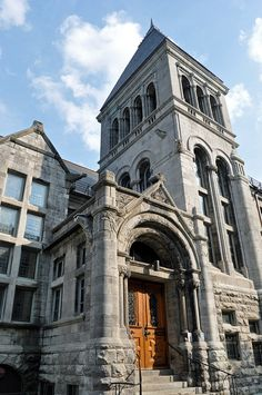 Redpath Hall, McGill University by Blake Gumprecht, via Flickr