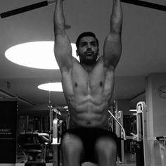 John abraham biceps size 2018