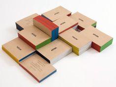 Cartões de visita em papel Kraft e impressãotipográfia e borda pintada.