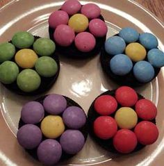 Lekkere zoete bloemen van Oreo's en smarties. Voor meer tips ga naar www.kinderfeest.nu! Kids Birthday Treats, Little Presents, Fun Cooking, Cake Cookies, Party Gifts, Kids Meals, Easter Eggs, Good Food, Sweets