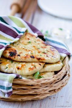No Yeast Garlic Butter Naan. Soft Indian Garlic Naan easy to cook and you don't need yeast or a lengthy fermentation time. Recipes With Yeast, Recipes With Naan Bread, Indian Food Recipes, Cooking Recipes, Quick Recipes, Garlic Naan, Garlic Butter, Butter Naan Recipe, Bread Without Yeast