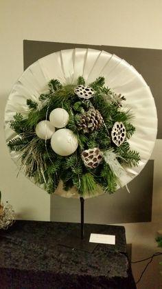 kerststuk gemaakt door Inez van de Sande bloemarrangementen