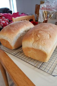 This recipe will give you two loaves of plain, sweet white bread that are quick and easy to make. Bread Without Sugar, Homemade Bread Without Yeast, Amish White Bread, Amish Bread, Bread Machine Recipes, Bread Recipes, Cooking Recipes, Jalapeno Cheese Bread, Amish Recipes