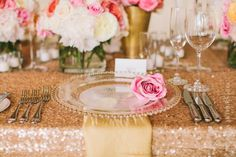 Glass Charger Plates / Reception Table Ideas / Wedding Style Inspiration / LANE (instagram: the_lane)