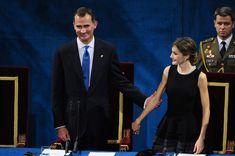 La reine Letizia et le roi Felipe VI d'Espagne présidaient la cérémonie des Prix Princesse des Asturies le 23 octobre 2015 au Théâtre Campoamor à Oviedo.