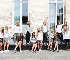 Creatief met je schooluniform!  http://www.elle.be/nl/86795-streetstyle-special-wie-draagt-het-mooiste-uniform-van-vlaanderen.html/2#content