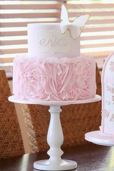 Best and unique Christening Cakes Ideas and Images for boys, girls, and twins. Get your inspiration on with these beautiful and delicious christening cakes. Baby Cakes, Baby Shower Cakes, Cupcake Cakes, Baby Shower Cake For Girls, Pink Cakes, Baby Girls, Girl Birthday, Birthday Parties, Birthday Wishes