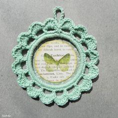 http://sietskeshobbys.blogspot.nl/2016/08/gehaakte-fotolijstjes.html crochet picture frames