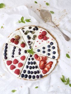 Helppo marjapiirakka ilman uunia Pie, Sugar, Cookies, Baking, Ethnic Recipes, Party, Desserts, Food, Cake Ideas