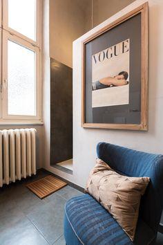 Familiäre Atmosphäre, stilvolles Interieur, perfekte Lage – in einem ehemaligen Krankenhaus inmitten des Hamburger Grindelviertels befindet sich eine der schönsten B&B-Unterkünfte der Hansestadt: das Hadley's Bed & Breakfast #hadleys #welovehh #hamburg #interior #rooms #fromabove #midcentury #vintage #wood #cozy #bathroom #shower
