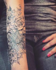 2 ieme session ... à partir d'un lotus déjà présent!!!! #flowerstattoo #mandalatattoo #mandala #cheyenne_tattooequipment #tattoo