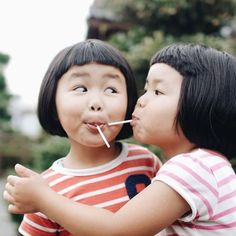 I almost want to have children just to give them matching, adorable, bowl haircuts. Cute Kids, Cute Babies, Blog Fotografia, Pose Reference Photo, Cool Poses, Pose For The Camera, Asian Babies, Twin Girls, Twin Sisters