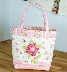 Sweet Quilted Tote {free sewing tutorial} — SewCanShe | Free Sewing Patterns for Beginners