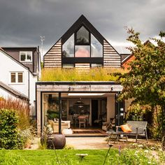 Wildflower meadow green roof House in Oxford by Waind Gohil Architects