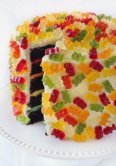Probably THE most perfect cake I could make for Daniel on… Gummy Bear Layer Cake! Probably THE most perfect cake I could make for Daniel on his birthday next year. Yummy Treats, Sweet Treats, Yummy Food, Sweet Cookies, Yummy Yummy, Cake Cookies, Gummy Bear Cakes, Just Desserts, Dessert Recipes