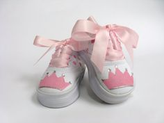Zapatos de princesa, chicas mano pintado zapatillas cumpleaños, corona o Tiara para bebé o niños pequeños