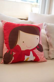 little red riding hood pillow Cute Cushions, Cute Pillows, Diy Pillows, Throw Pillows, Red Riding Hood Party, Sewing Pillows, Sewing Projects For Beginners, Sewing For Kids, Fabric Scraps