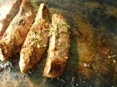 Une délicieuse recette de magrets de canard à la moutarde et au miel cuits à la plancha (mais faisable aussi au barbecue, à la poêle, à la cocotte, au four…), où la moutarde vient contrebalan… Zucchini, Chicken, Vegetables, Kitchen, Food, Cooking, Meal, Cooking Recipes, Dutch Oven