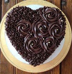 Chocolate and strawberry Valentine& cake Cake Decorating Designs, Creative Cake Decorating, Creative Cakes, Cake Icing, Buttercream Cake, Cupcake Cakes, Chocolate Cake Designs, Chocolate Recipes, Cake Chocolate
