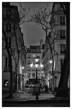 One of the most beautiful places in Paris: Rue de Furstemberg ♥