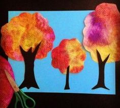Fall Tree Art Collage - Art Projects for Kids If you've every tried painting on a paper towel, and enjoyed the way the color just soaks in, then you will love this fall tree art project. September Art, Fall Art Projects, School Art Projects, Thanksgiving Art Projects, Tree Collage, Tree Art, Collage Art, Kindergarten Art, Autumn