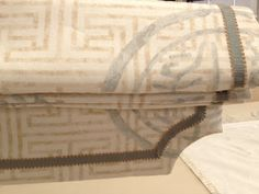 Sew Passionate: Roman Shades with a Shaped Bottom - VERY VERY good and detailed tutorial for making a shaped roman shade!  Best I have ever found!! many others on this site. She is a pro home dec seamstress