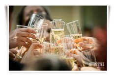 champagne Flute, White Wine, Alcoholic Drinks, Champagne, Wedding Photos, Table Decorations, Tableware, Glass, Home Decor