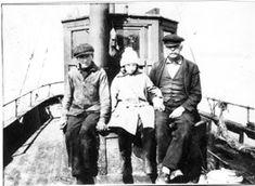 """Om bord i motormåten """"Sygna"""",. , /Henrik og Magne Nyttingnes (far og son) dreiv med skyttbåt. Og no har sonesonen Svein Olav skyssbåten """"Bremanger"""" Tredje generasjon som driv skyssbåt i kommunen. Om, Pictures"""