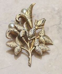Damascene floral vintage brooch with mock pearls | vintage jewellery | Jewels & Finery UK