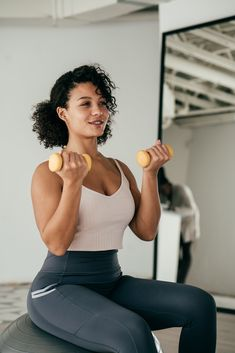 With some changes in reps and tempo, a couple of light weights can make an effective strengthening workout. Weight Loss Journal, Weight Loss Challenge, Workout Challenge, Heavy Weight Lifting, Weight Loss Help, Fun Workouts, At Home Workouts, Daily Workouts