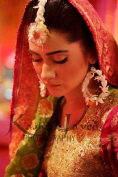 She's adorned with flowers to add another feather in her beauty - floral jewellery for the mehendi day #IndianWedding #mehendi #inspiration | Curated by #WittyVows - Things no one tells Brides | www.wittyvows.com