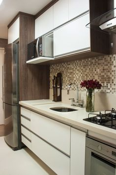 Browse photos of Small kitchen designs. Discover inspiration for your Small kitchen remodel or upgrade with ideas for organization, layout and decor. Kitchen Interior, Beautiful Kitchens, Home N Decor, Small Kitchen, Kitchen Decor, Home Decor, Home Kitchens, Kitchen Sets, Kitchen Design