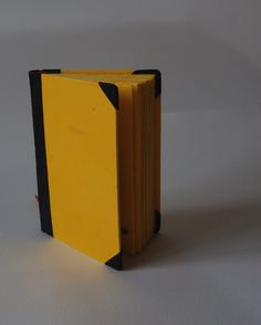 Zápisník optimisty Ručně vázaná kniha. Černý semišový kožený hřbet a růžky. Barvený papír. Rozměry11 x 15,5 cm, cca 80 listů