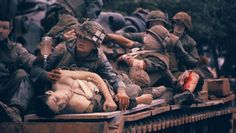 A Vietnam War photographer captured the bloody Tet offensive. Fifty years later, he bears witness again. American War, American Soldiers, American History, Vietnam War Photos, Vietnam Veterans, Vietnam History, Usmc, Marines, Combat Medic