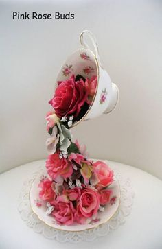 Mad Hatter, Floating Tea Cup Flower Arrangement, Wedding Decoration, Alice non. Wedding Cake Display, Wedding Table, Party Wedding, Wedding Decoration, Chic Wedding, Tassen Design, Floating Tea Cup, Tea Display, Teacup Crafts